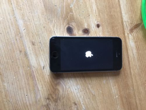Apple iPhone 5s - 32GB - Space Grey (Unlocked) Smartphone  https://t.co/xfesG4WJnN https://t.co/TF60A6lPiZ