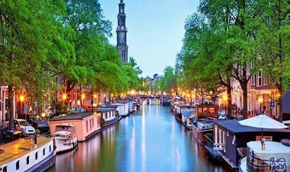 تمتع برحلة ساحرة في أمستردام على إمتداد القنوات التاريخية قنوات العصر الذهبي مبطنة بمباني تاريخ Cheap Hotels In Amsterdam Amsterdam Vacation Amsterdam Hotel