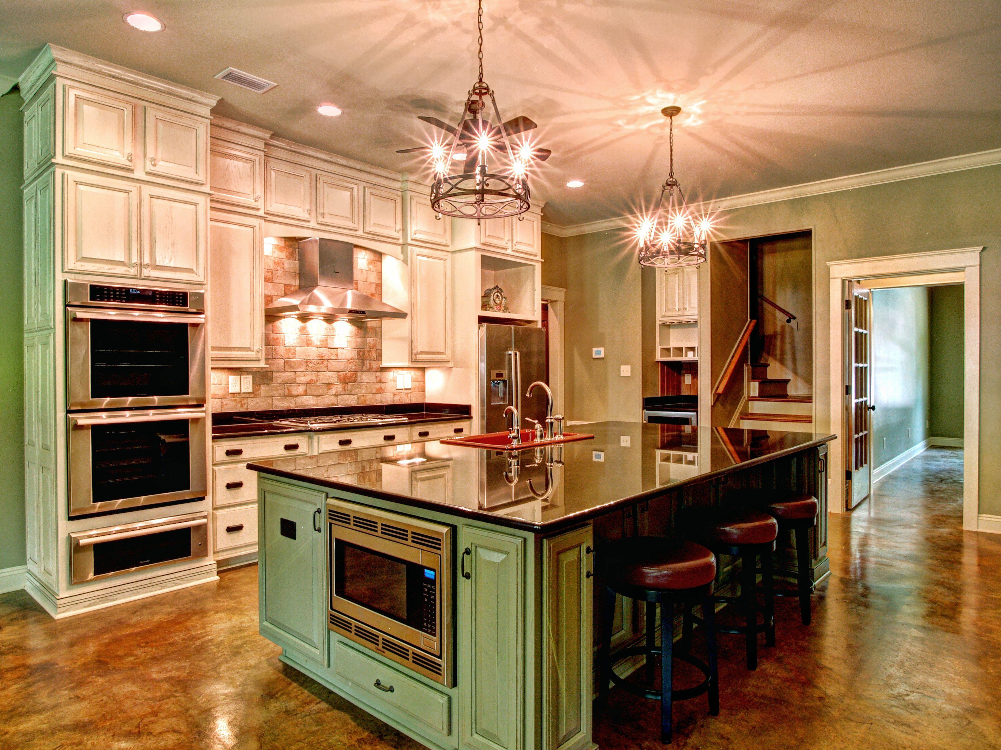 Kitchen Designed And Installed In Fairhope Alabama By Coast Design Kitchen Bath Luxury Kitchen Design Kitchen Island Design Kitchen Design Color