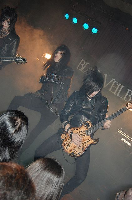 Black Veil Brides | Oh my lord, im literally gunna die if i ever get to see them live. Holy shit.