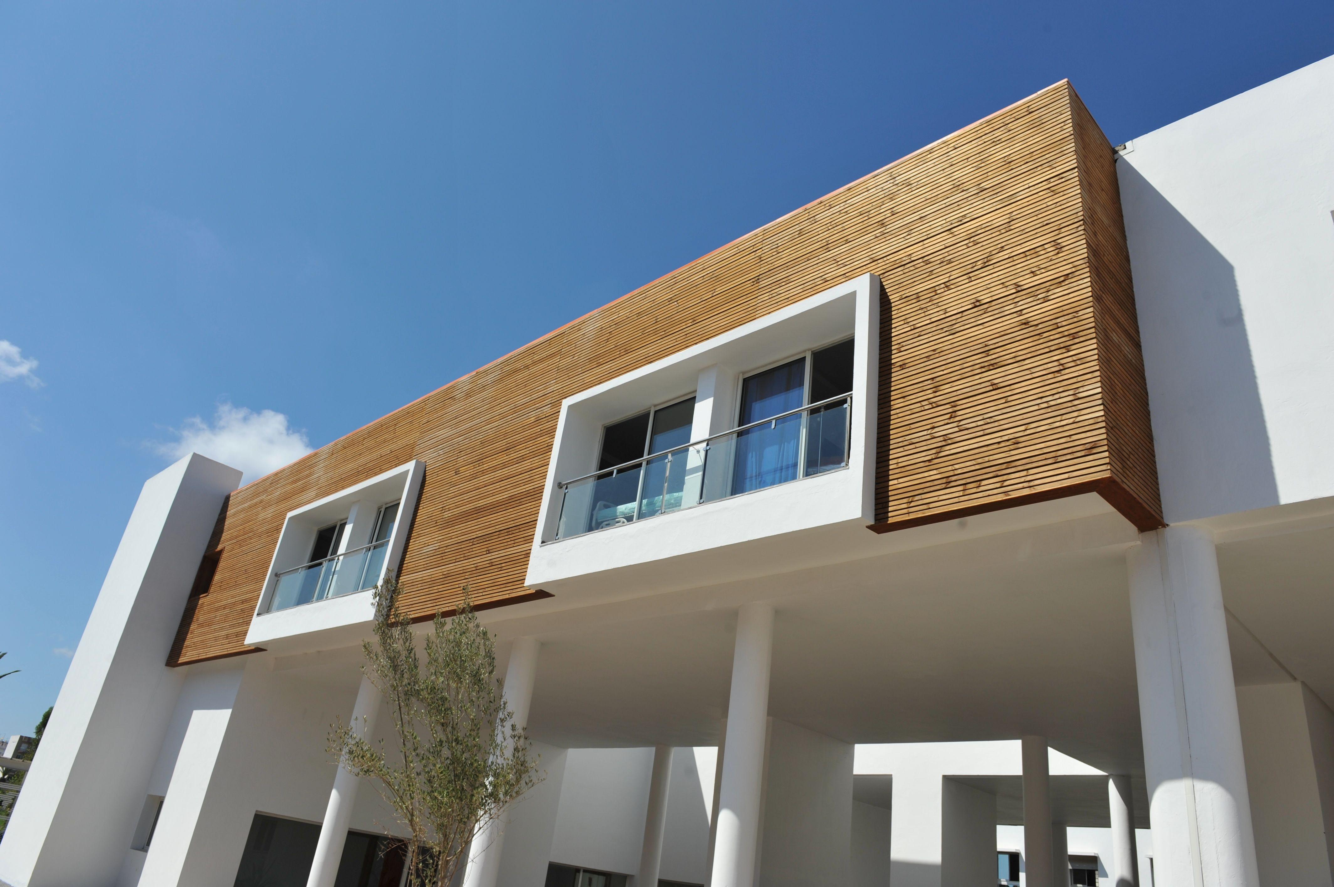 Hôpital de Casablanca au Maroc avec le bardage Vibrato en  ~ Piveteau Bois Bardage