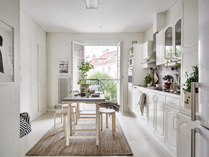 pequeo piso nrdico decorado con materiales naturales