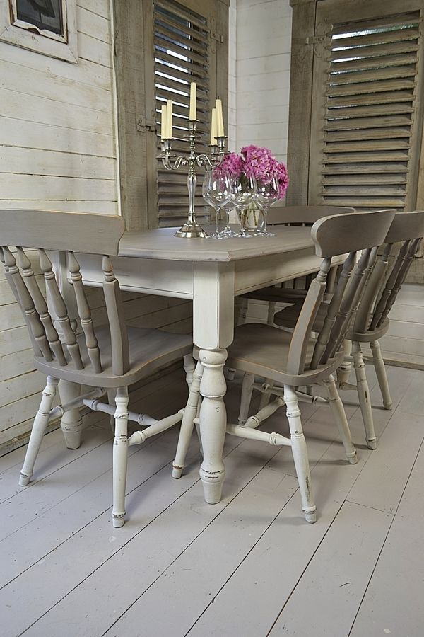 Grey white shabby chic dining table with 4 chairs for Table de noel shabby chic