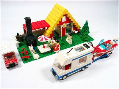LEGO set 1472 , the Vacation House, released in 1987 for ...