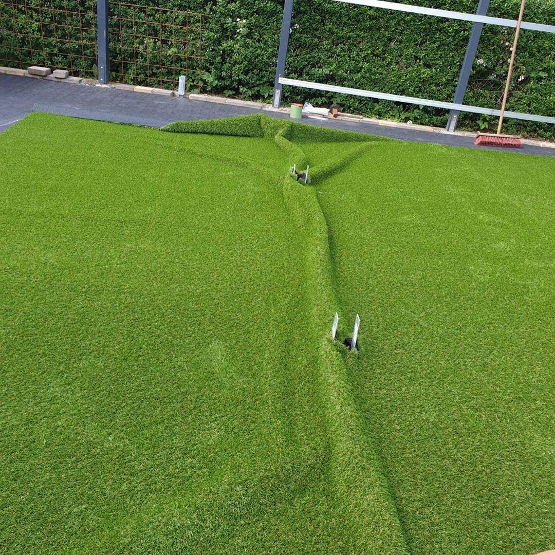 Alles Im Grunen Bereich Kunstrasen Fertiggestellt Mal Schauen Wann Wir Den Folgeauftrag Fur S Rasen Mahen Und Unkraut Steche Garten Design Gartenbau Garten