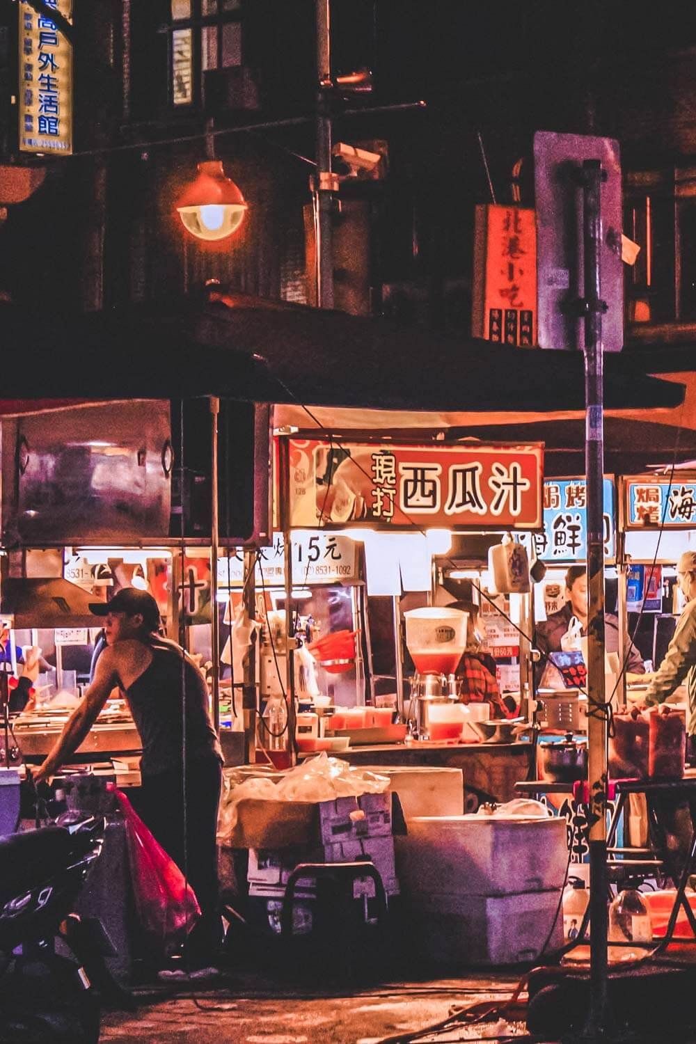 Explore the 7 Best Taipei Night Markets! When talking about amazing cities worth a visit, Taipei Taiwan isn't mentioned nearly enough. This Taiwan travel guide will help you discover the best food in Taipei, the best shopping, and which night markets are worth a visit. You will not be disappointed! #avenlylanetravel #travelinspiration #taiwan #taipeitaiwan #beautifulplaces