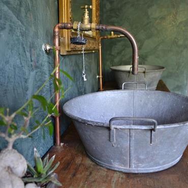 salle de bain de style campagne dont le meuble sous vasque salle de bains pinterest meuble. Black Bedroom Furniture Sets. Home Design Ideas