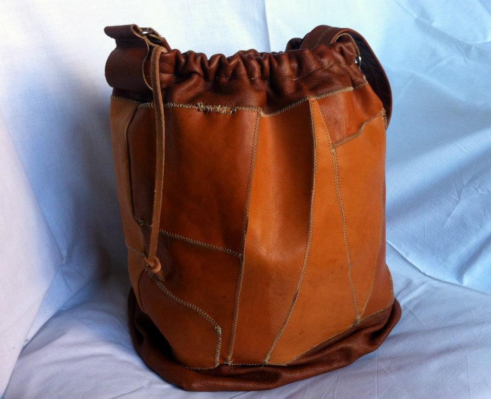 scacciacarrozza: borsa sacco in pelle cuoio