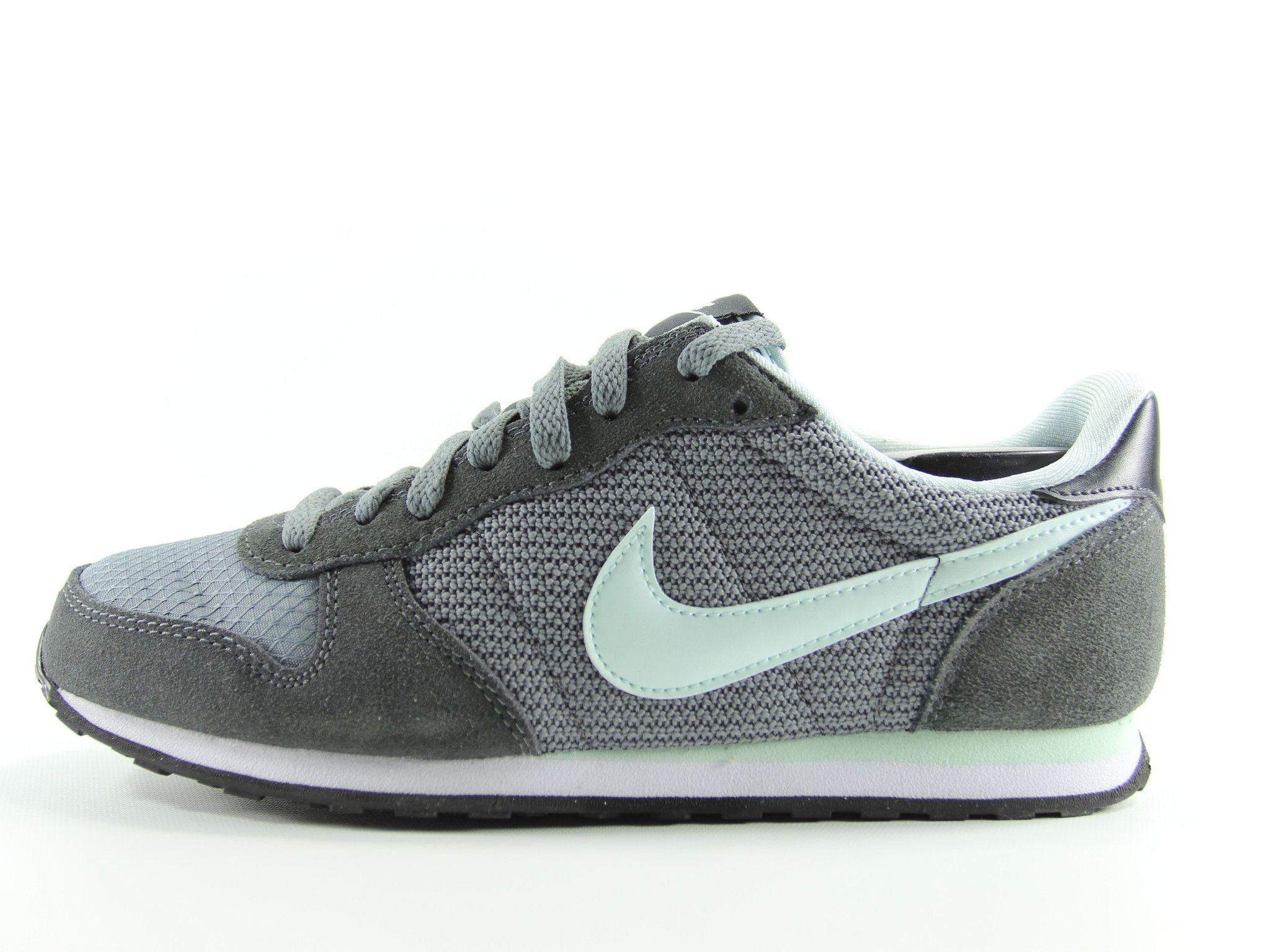 Nike Genicco Internationalist Womens Retro Running Size 9 (Grey)