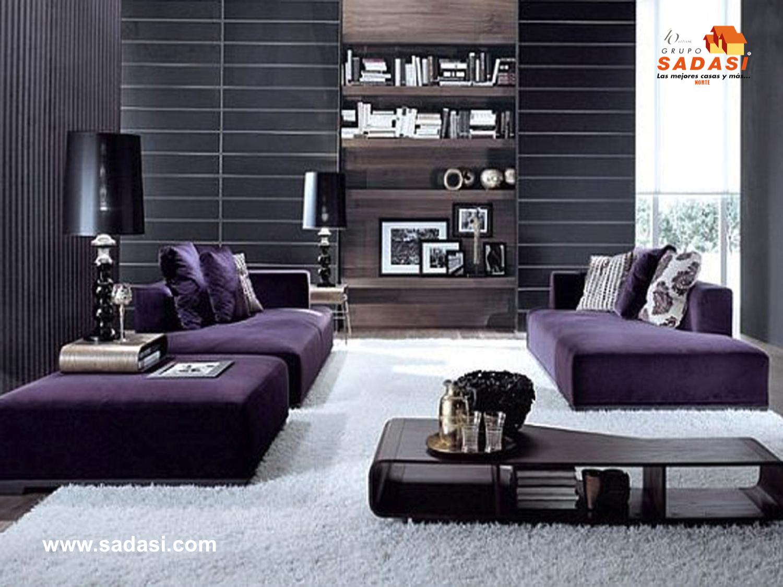 #gruposadasi LAS MEJORES CASAS DE MÉXICO. Si las paredes de su casa son de color negro, anímese a combinarlas con mobiliario del mismo tono, le sugerimos una sala color violeta a la cual, si le agrega una alfombra blanca, logrará una combinación irresistible. Le invitamos a vivir en SENDAS DEL BOSQUE, desarrollo de Grupo Sadasi en el estado de Coahuila. 01(800)10801080.