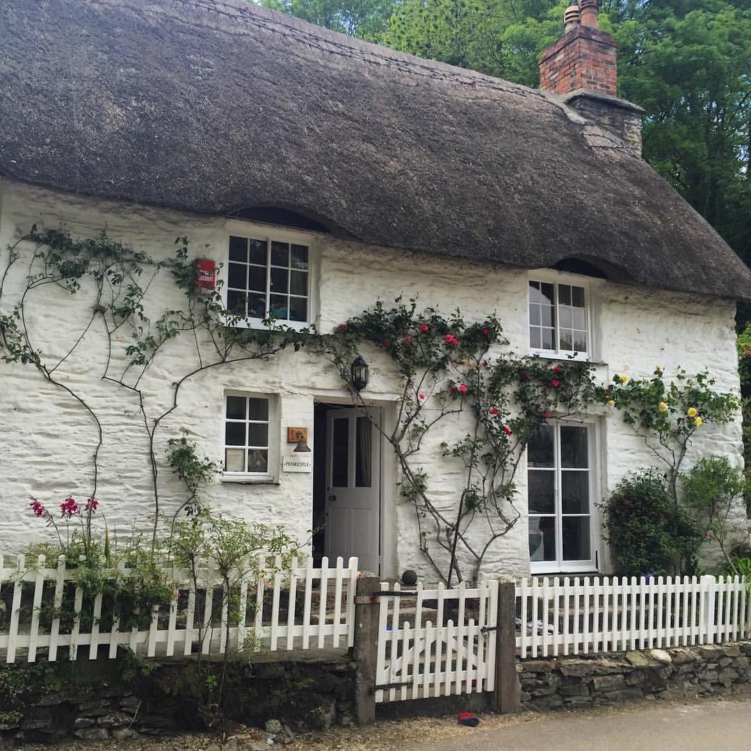 English Cottage Village: Fairytale Prettiness In Helford Village.