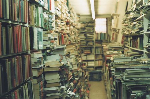 one of my most favorite places on earth: used bookstores that look like this and it just goes on for what feels like forever. <3