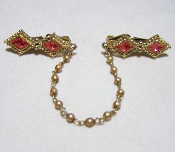 Vintage Pink Rhinestone Sweater Guard Clip Pin Faux Pearl Chain Gold Tone  Mid Century Jewelry 1215DG
