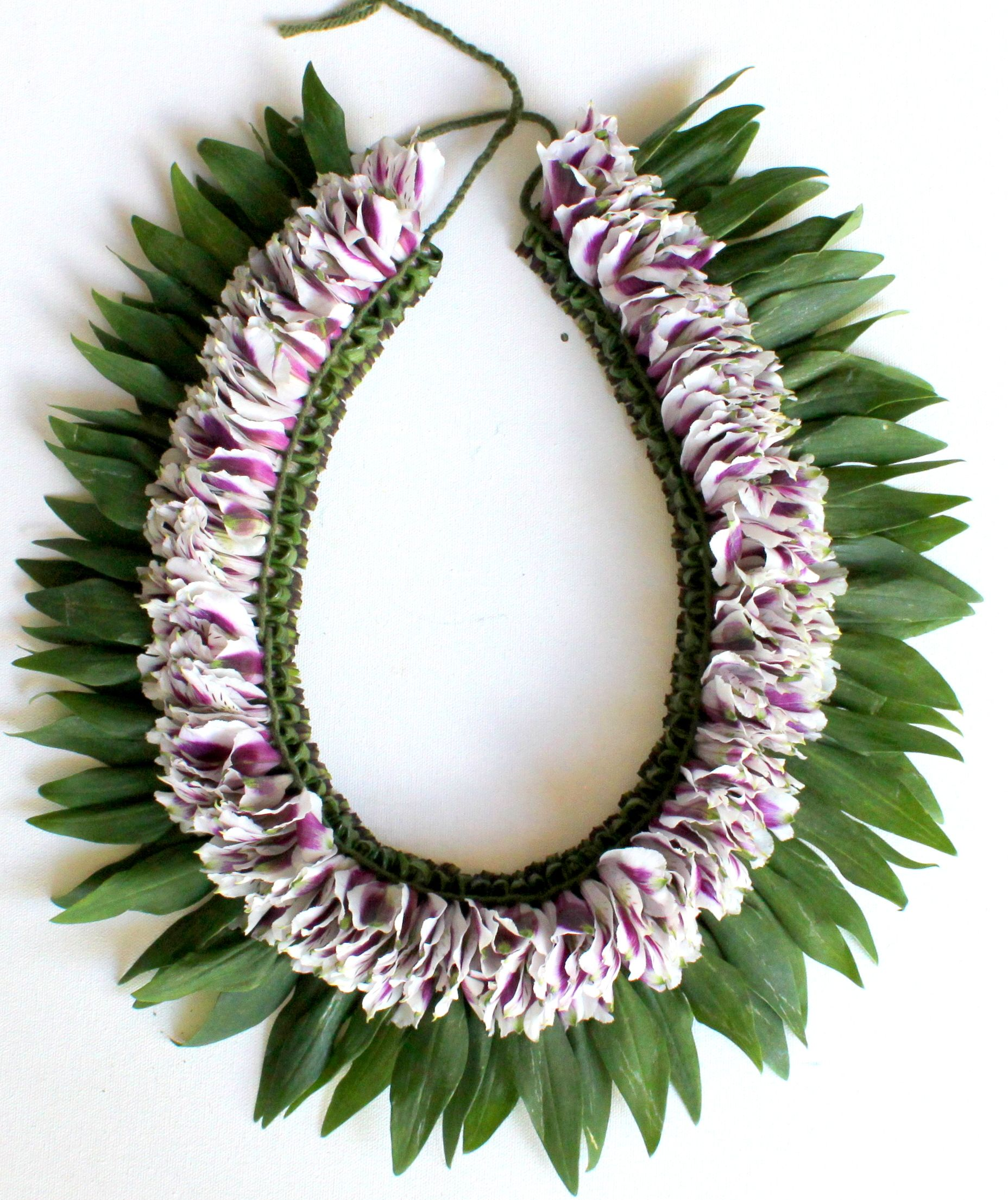Fresh flower bicolor white and purple lei leis pinterest leis fresh flower bicolor white and purple lei hawaiian leis hawaiian flowers hawaiian plants izmirmasajfo