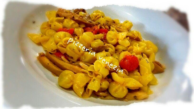 Sacchettini de trufa con setas piñones y cherry