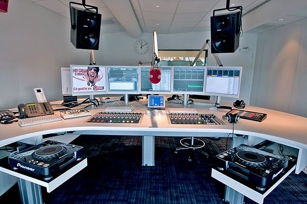 Q-Music studio