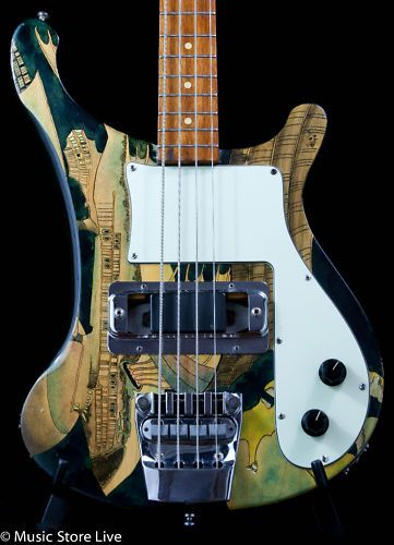 Rickenbacker Bass.