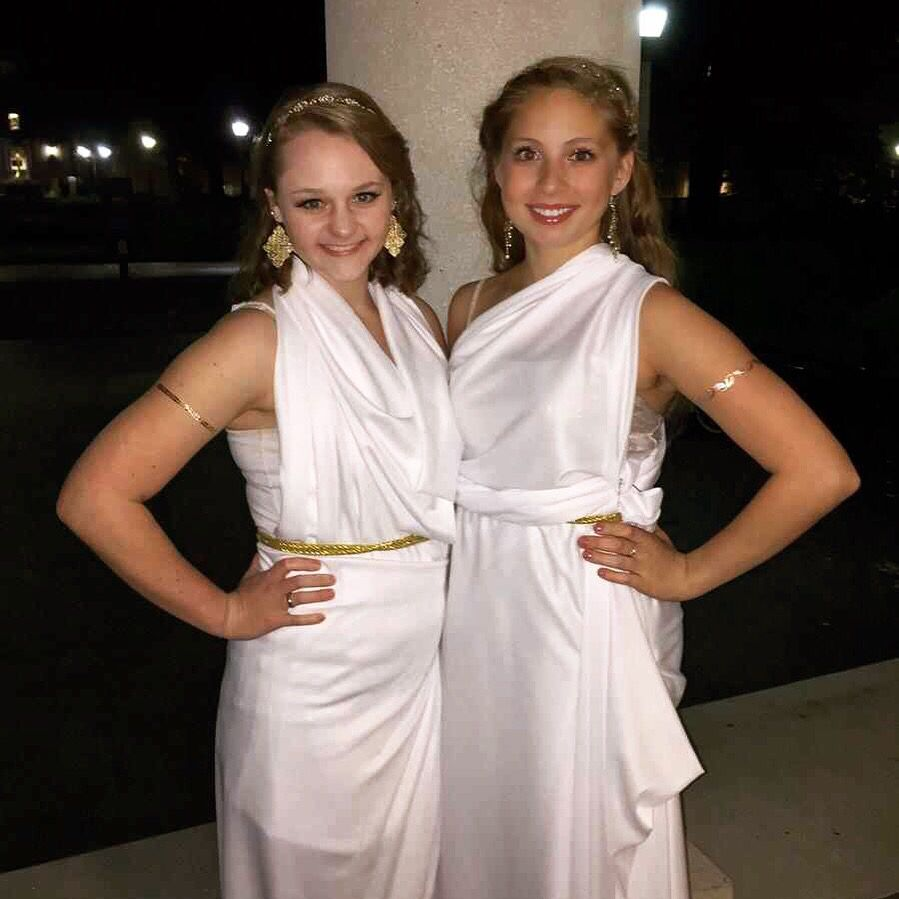 Diy Toga Costume 3 Yards Of White Fabric 2 Yards Of Gold Rope For
