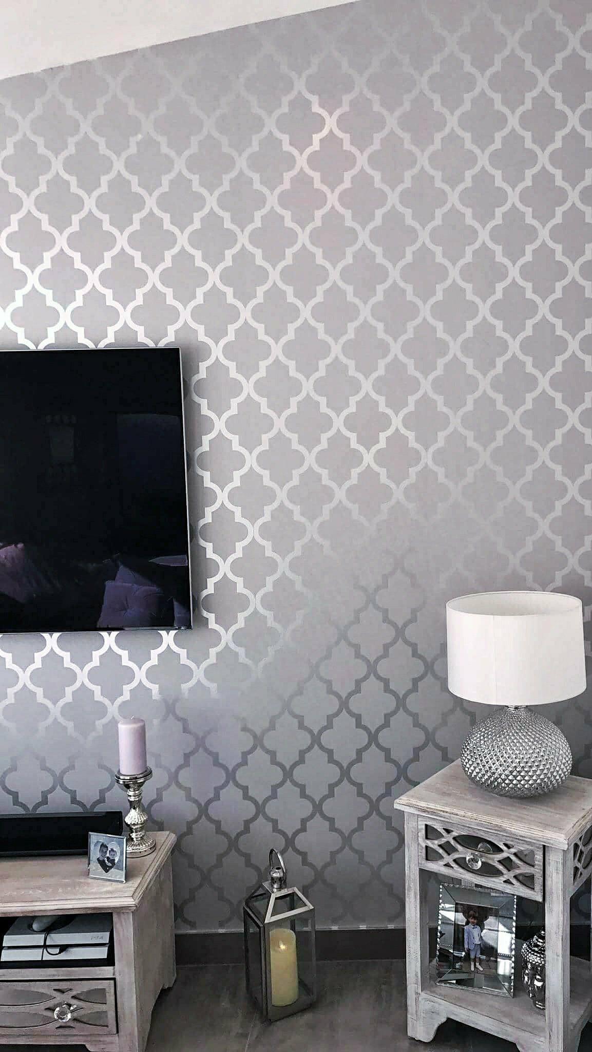 Henderson Interiors Camden Trellis Wallpaper Soft Grey Silver H980527 A Beautiful Unique Twist To Co Tapete Wohnzimmer Silberne Tapete Tapete Schlafzimmer