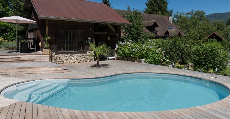 Piscina de fibra de vidrio ambiente tropical jardines for Diseno de piscinas en fibra de vidrio