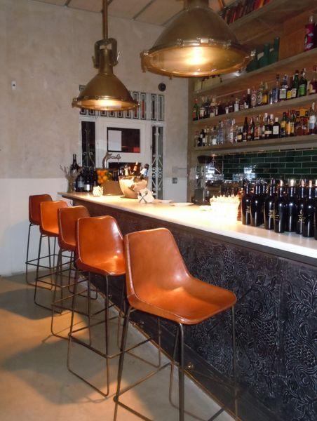 chaises hautes de cuisine cool la chaise de bar nouvel objet tendance de nos cuisines with. Black Bedroom Furniture Sets. Home Design Ideas