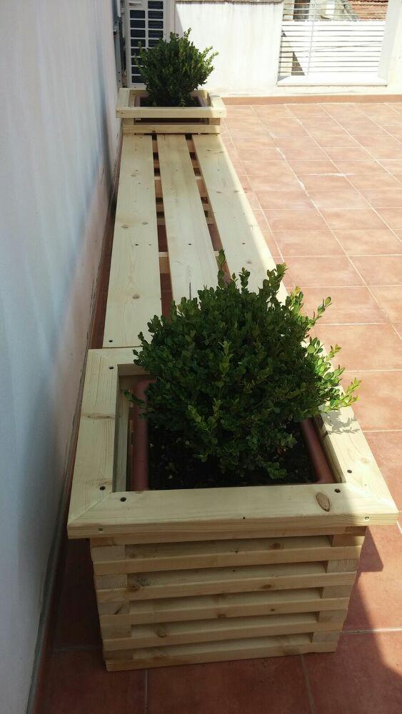 Gartenbank mit Pflanzen Grundstücke - Einfach bauen