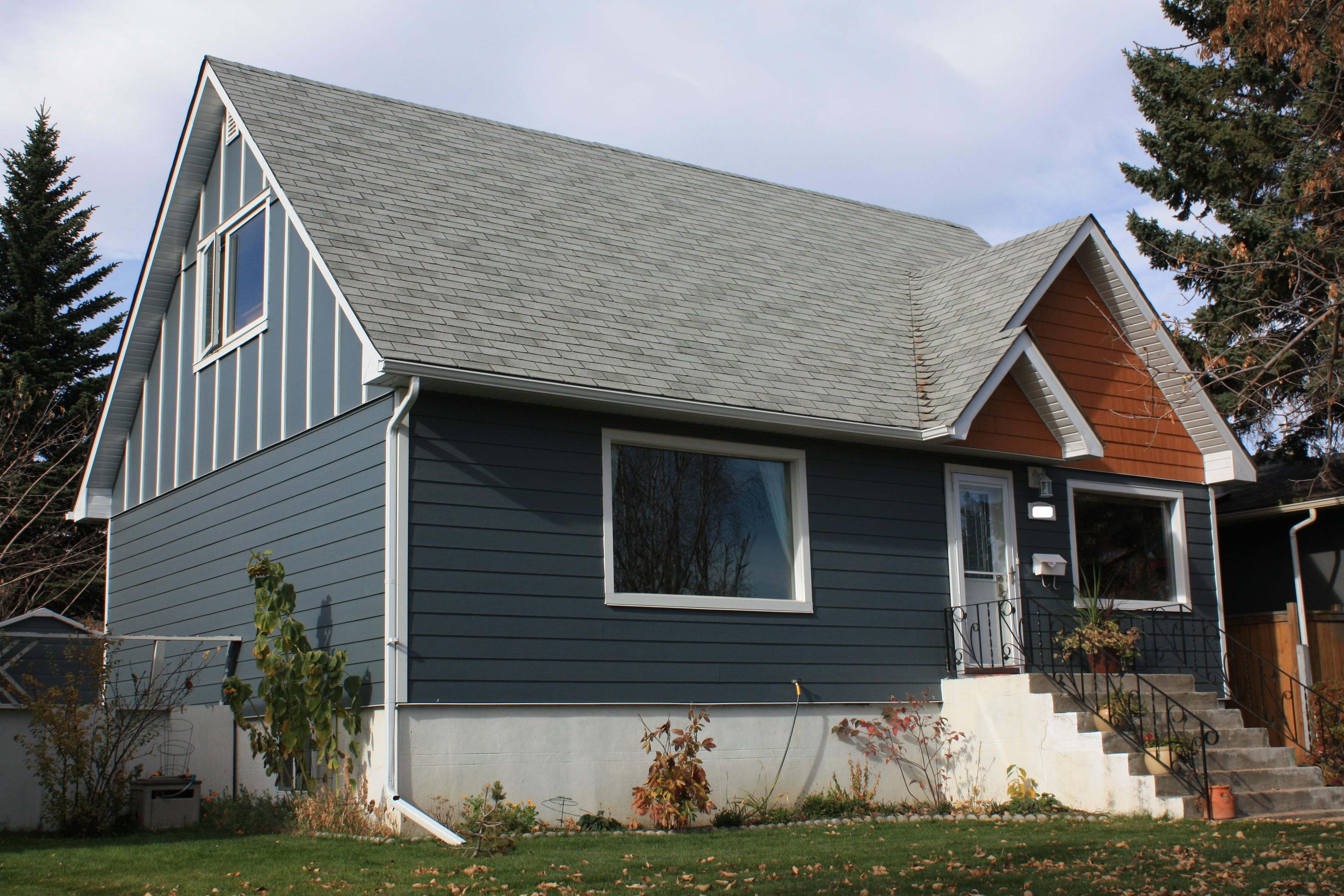 James Hardie Cedarmill Select 7 Profile Siding And Board And Batten In Evening Blue Trim Exterior Renovation Home Improvement Contractors James Hardie Siding