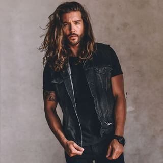 This ruggedly handsome hunk. | 21 Long-Haired Guys Who Will Sexually Awaken You