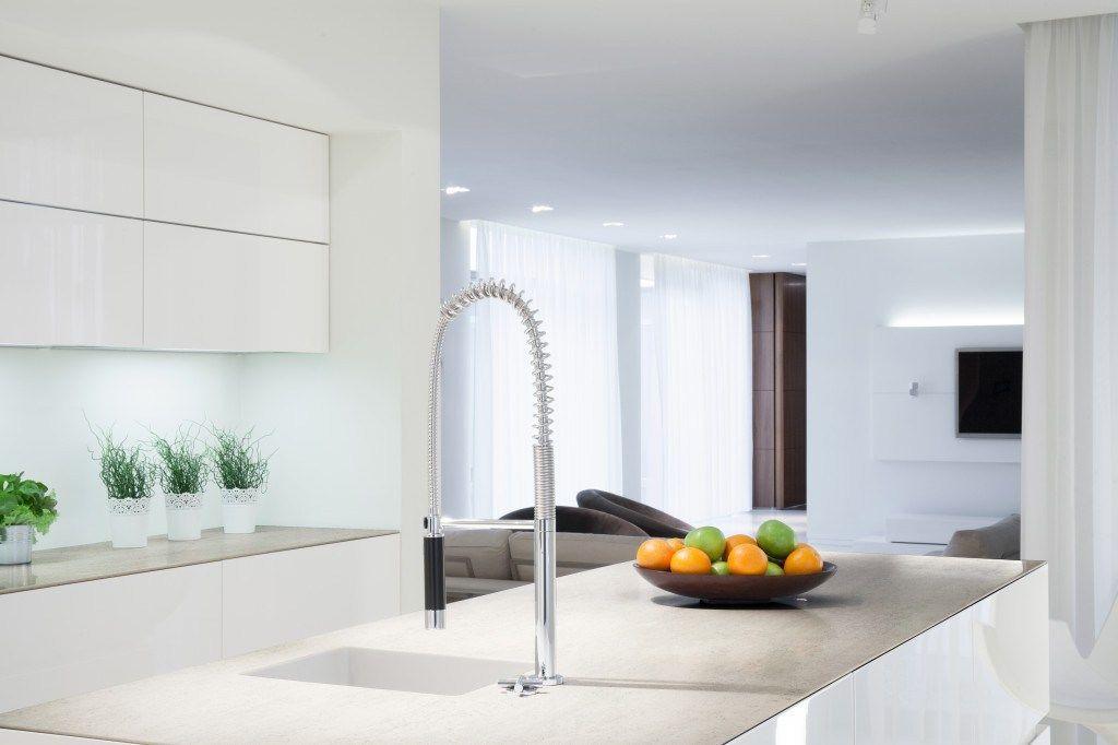 Arbeitsplatten aus Dekton Material Aufbau, Eigenschaften, Vor- und - küche magnolia hochglanz