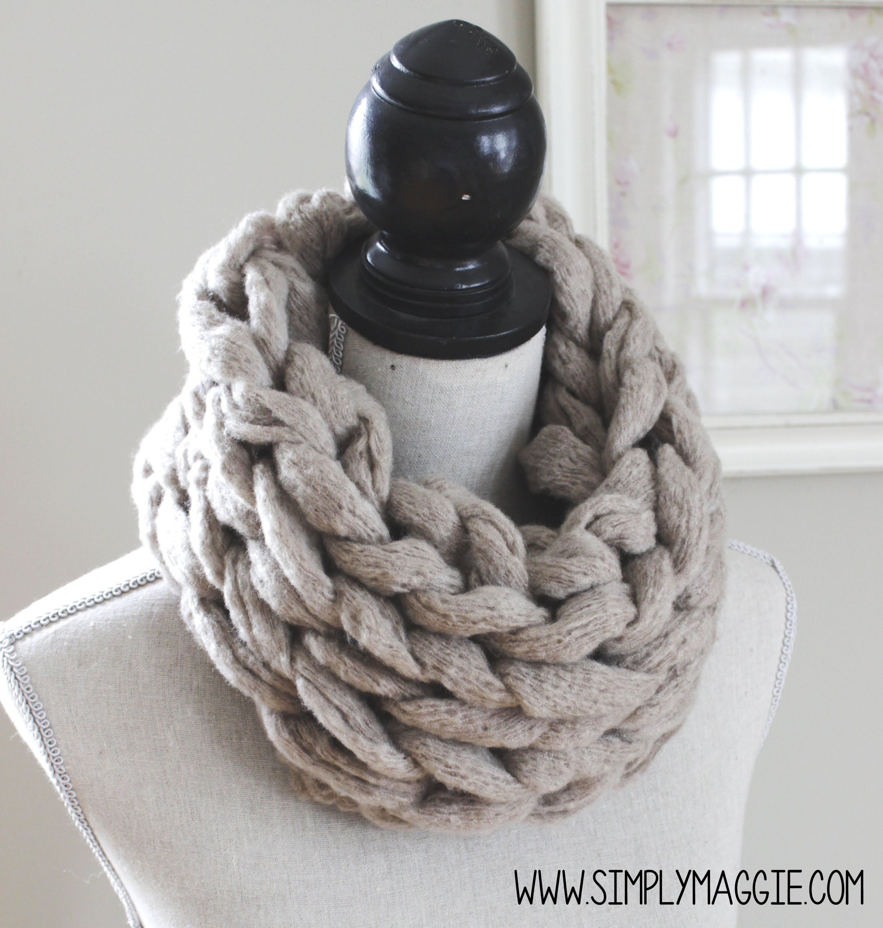 How to arm knit an infinity scarf in 15 minutes with simply how to arm knit an infinity scarf in 15 minutes with simply maggie original tutorial love this chunky yarn bankloansurffo Choice Image