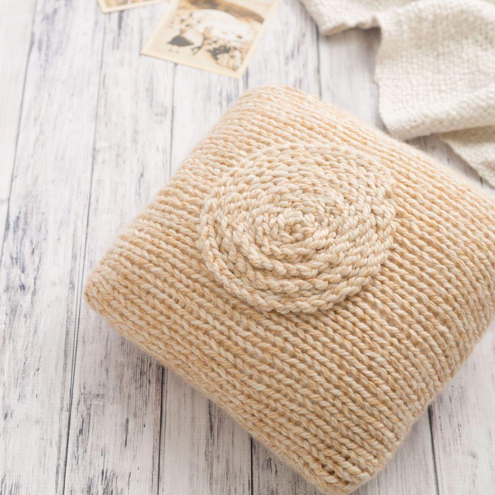 Knit Throw Pillow | Boye | Knitting patterns | Pinterest | Throw ...