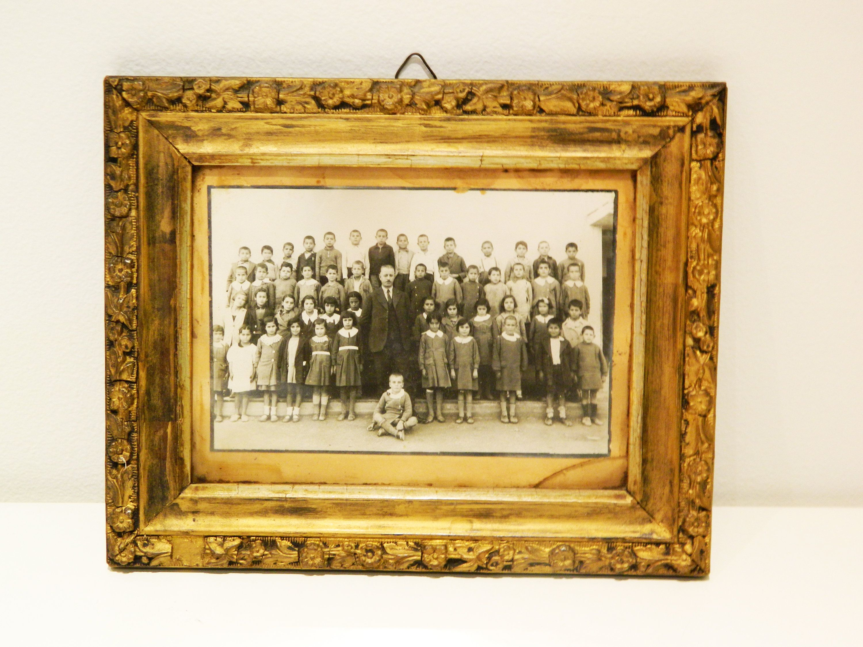 Antique Black And White Photograph Framedvintage Wooden Frame Black And White Photographs Frame Hanging Art