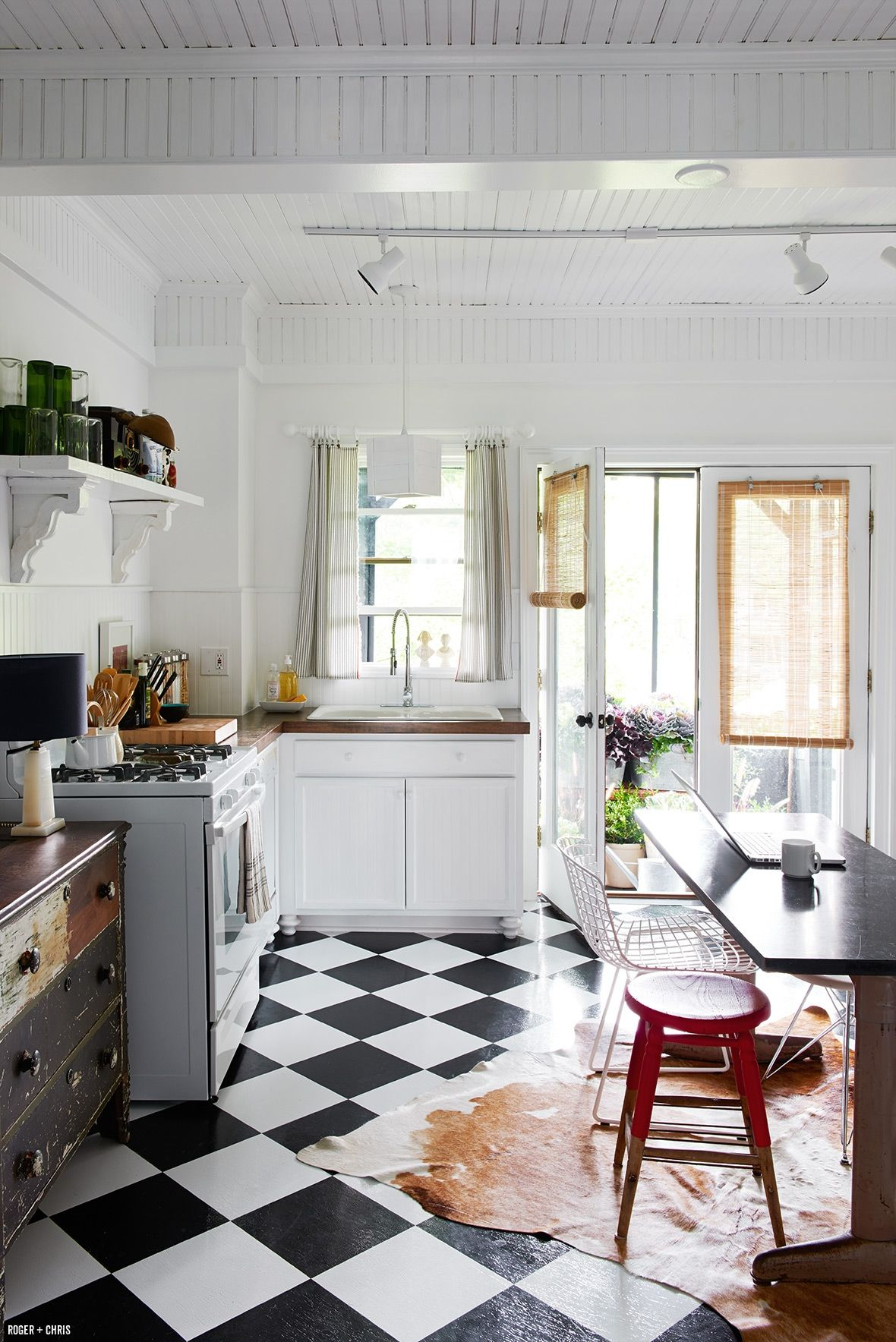 decorology: Solutions for a small kitchen, like the bookshelf in the ...