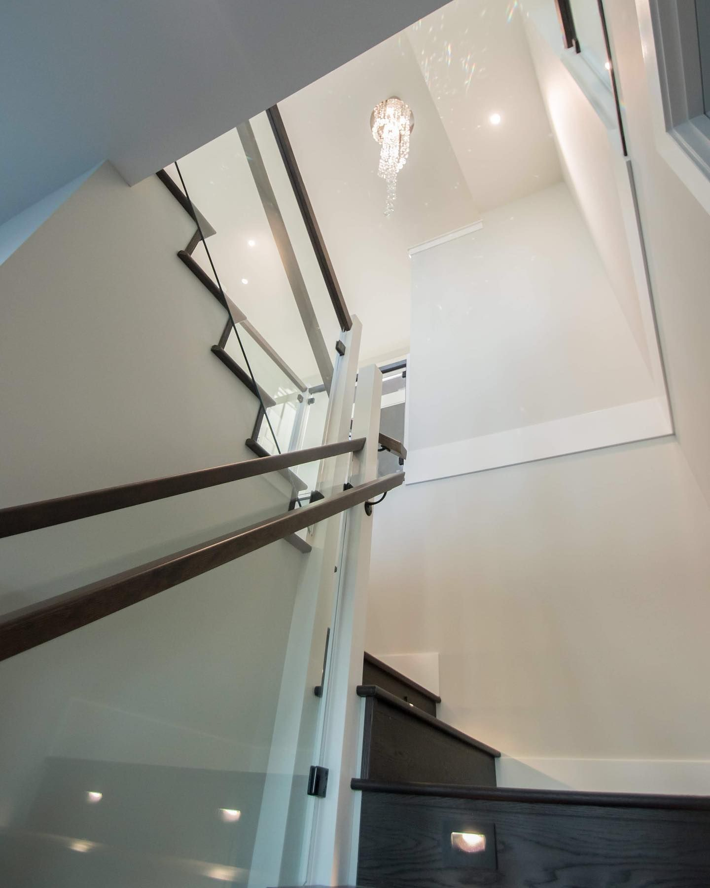 SHINE || The staircase that steals the show with a crystal chandelier, glass railings and lighted steps. Swipe to see some of the details of this custom designed and built staircase by Made to Last Custom Homes.  Project: #goldstreamheightscustomhome  Design: @tinamoizerdesigns  Build: @madetolasthomes  Photo: @karatibbel . . . . . #staircase #stairsdesign #stairs #showstopper #crystalchandelier #interiordesign #interiordesignlovers #mymodern #modernhome #homemagazine #designmagazine #designforl