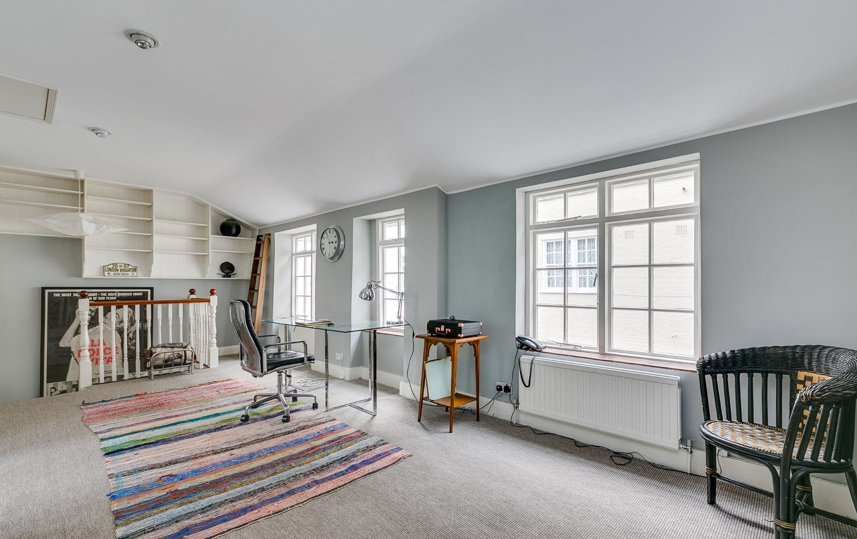 Our property of the month is this charming mews house, ideally located on a quiet street in Kensington. Light and airy in design, the apartment comes with planning permission for interior changes already obtained, making it an incredible opportunity for new owners to add their own touch to the place! #londonapartment #kensingtonholidayhome #vacationproperty #londonblog #kensingtonapartment #londonproperty #londonholidayhome…