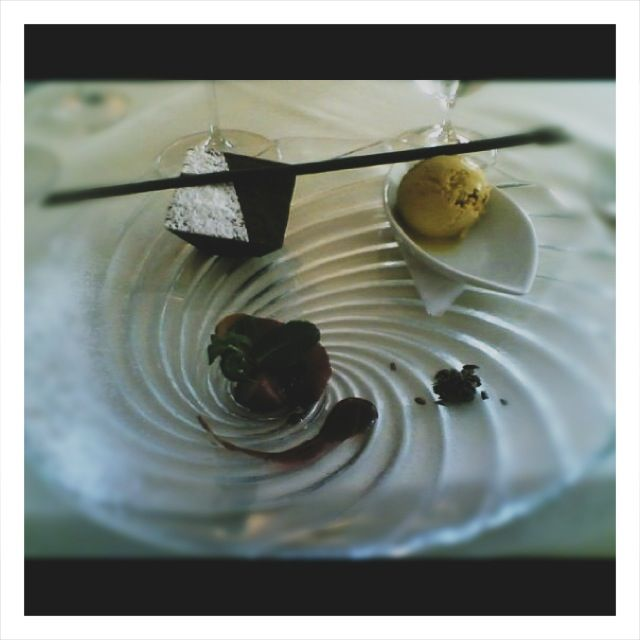 Piramide di cioccolato, gelato alla liquirizia e pere al barbaresco