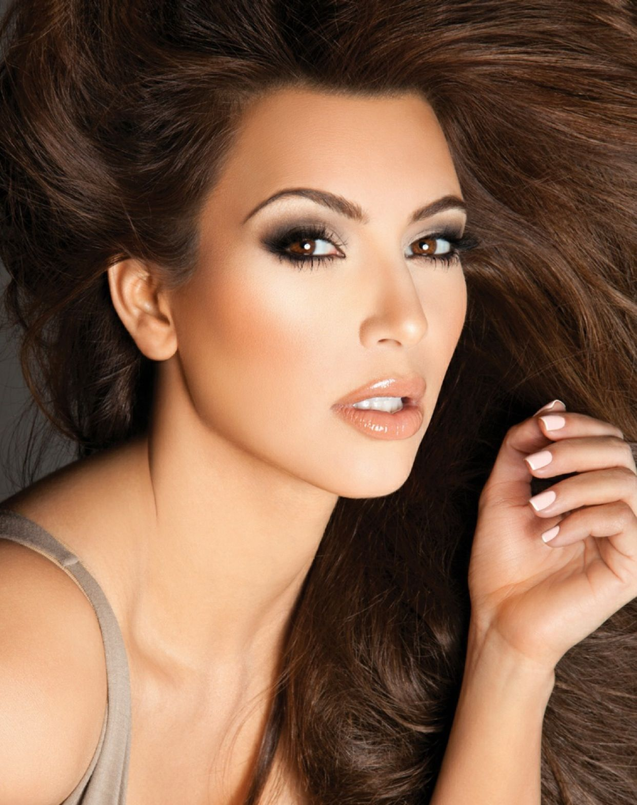 Kim kardashian makeup by Scott Barnes Kardashian makeup
