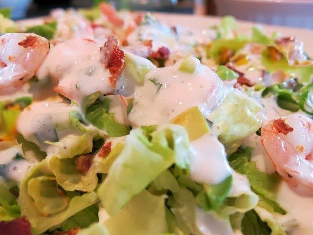 Na Cozinha da Margô: Salada de Camarão com Molho de Iogurte Grego