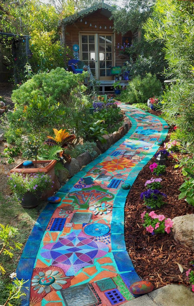 60 Magnificent DIY Mosaic Garden Path Decorations For Your Inspiration - Mosaik #gardenpaths