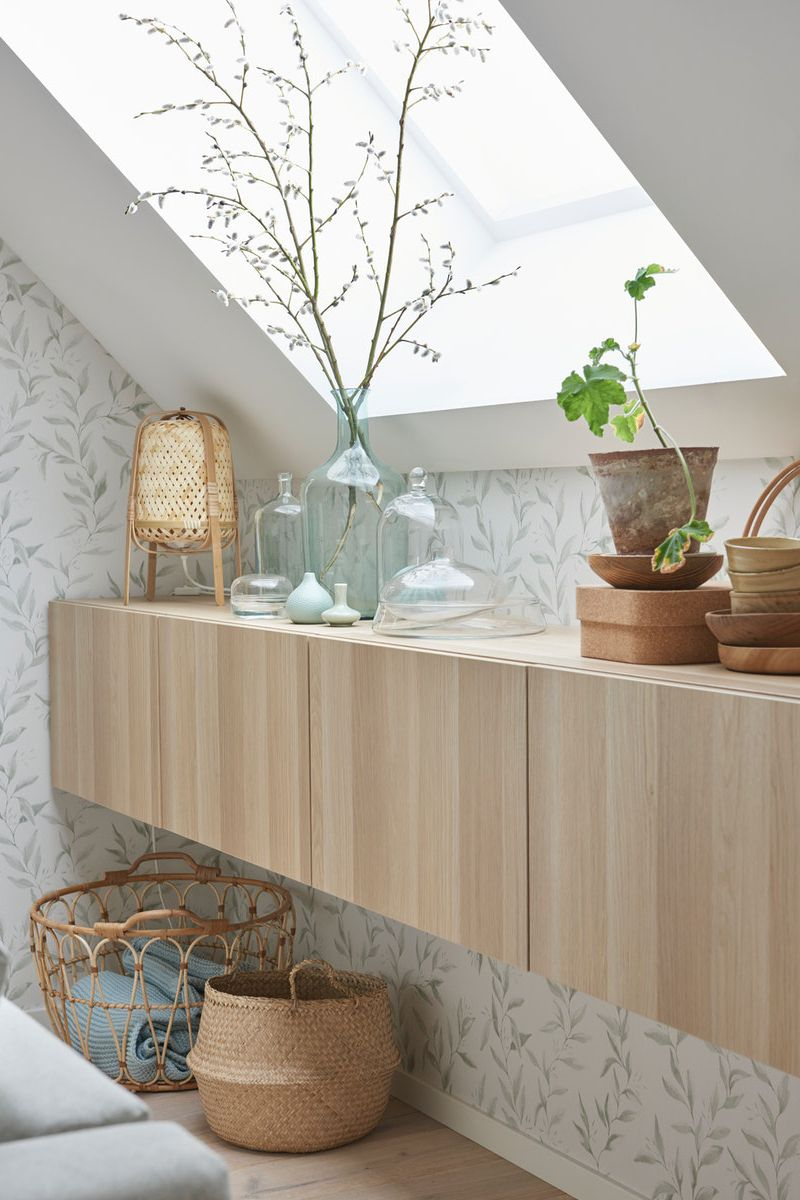 Flexibles Einrichten Mit Dachschragen Ikea Besta Bank In 2020 Wohnzimmerdekoration Ikea Ikea Ideen