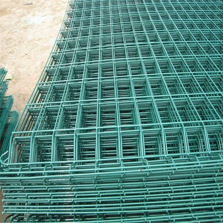 Wire diameter:4mm Pitch:60*200mm the furface withe the plastic ...