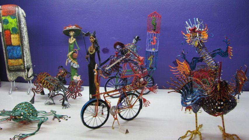 Los Muertos figures
