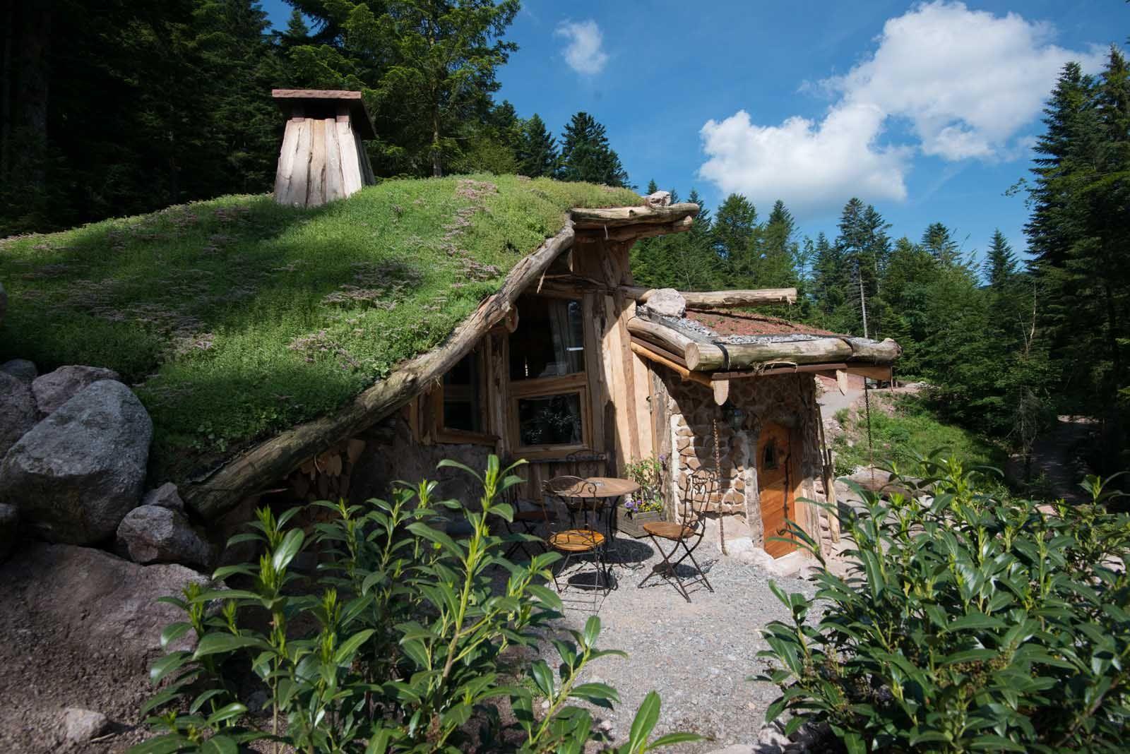 la maison du hobbit la cabane insolite dans les vosges par bol d 39 air toiture v g talis e. Black Bedroom Furniture Sets. Home Design Ideas