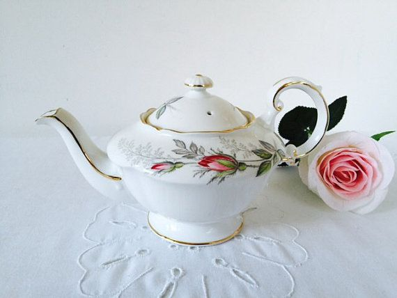 Paragon 'Bridal Rose' Teapot, 2-Cup, Staffordshire, 1960s.