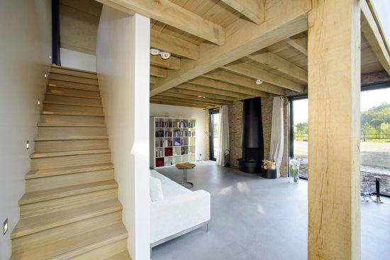 Twentse schuurwoning met opvallende eiken gebinten metselwerk en ruime serre huis pinterest - Interieur eigentijds houten huis ...