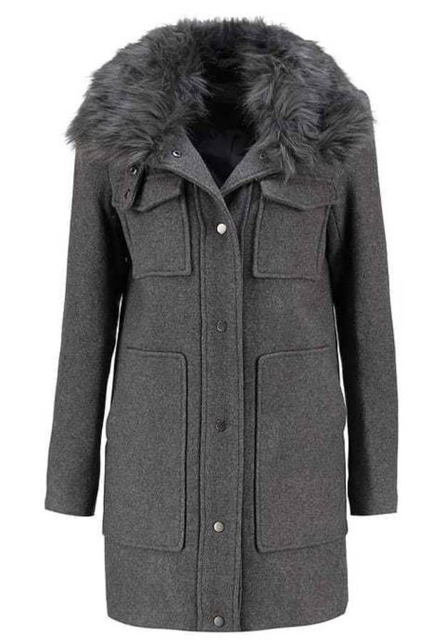 4ca74deb7123 Soldes manteau   30 manteaux soldés à shopper sans tarder