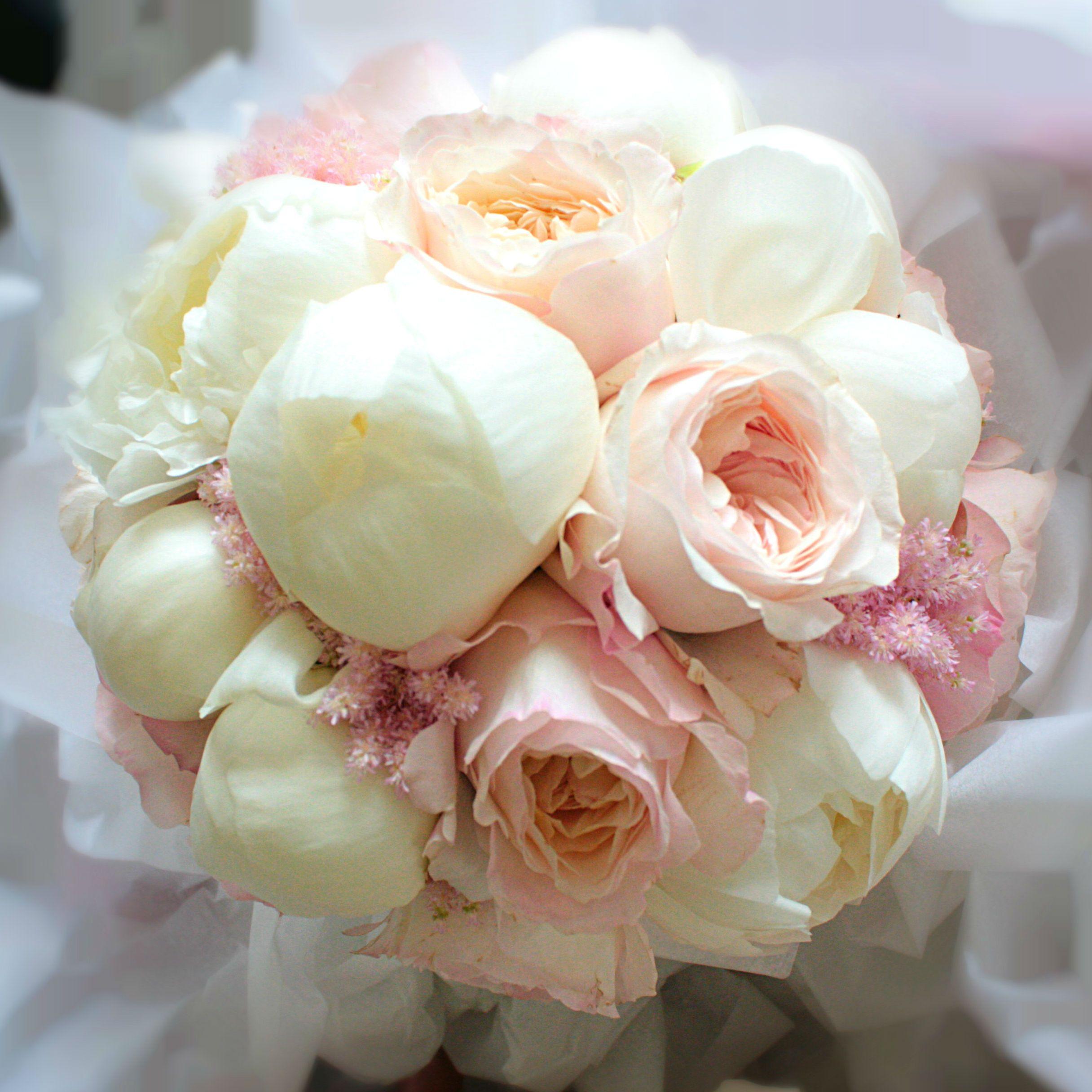 bouquet de mari e avec pivoines blanches et roses david. Black Bedroom Furniture Sets. Home Design Ideas