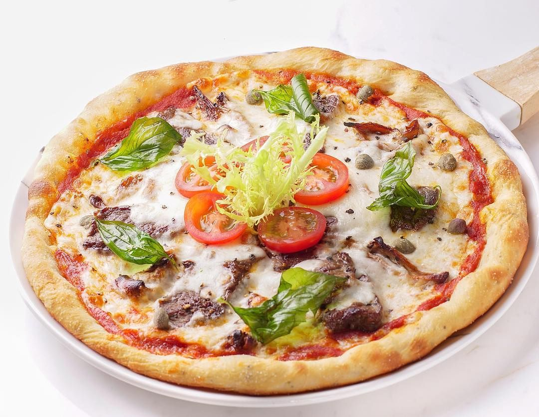 The Lounge Steak Pizza For Cakes And Take Out Orders Whatsapp 33097715 For Our Opening Time Check Our P Vegetable Pizza Food Best Foods