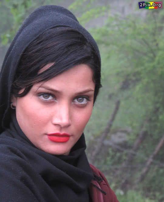 Persian Girl with Beautiful Eyes! | Persian girls, Persian ...  Persian Girl wi...