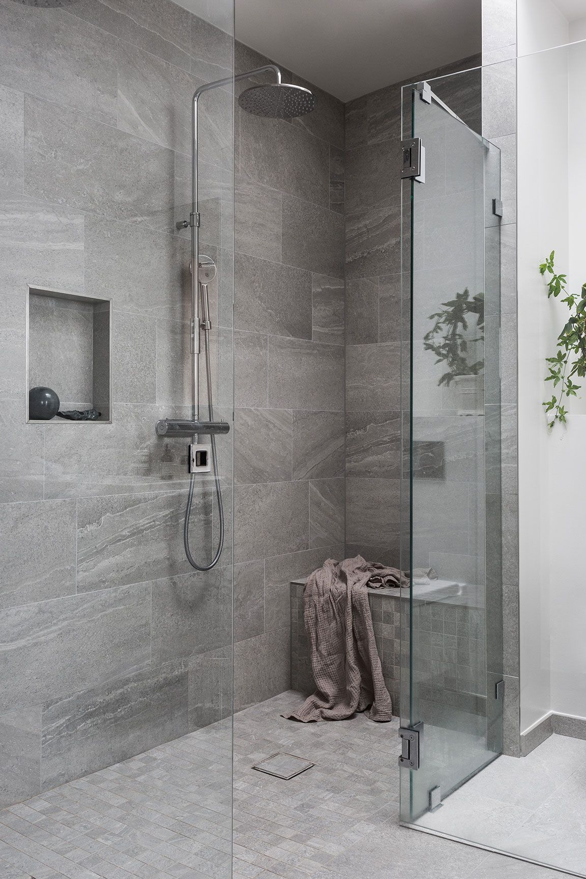 59 Simply Chic Bathroom Tile Ideas For Floor Shower And Wall